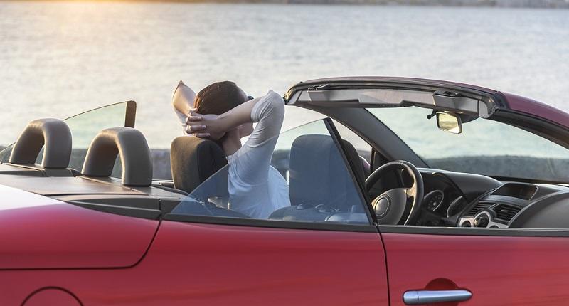 Ein schönes Cabrio, das Sie nur im Sommer fahren - dafür gibt es ebenfalls kostengünstigere Versicherungen - Sie können hier wählen, in welchen Monaten das Fahrzeug gefahren werden kann - also etwa von März bis Oktober eines Jahres. (#05)