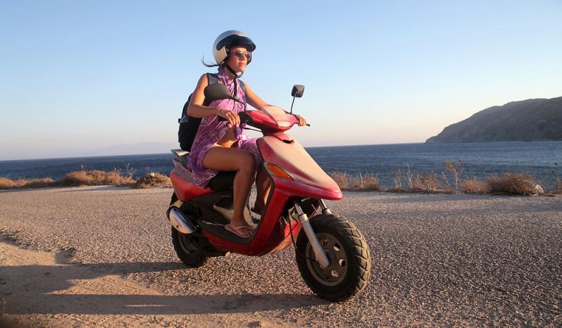 Planen Sie voraus: Wenn Sie Jugendliche haben, die bald ihren Führerschein erwerben, kann es Sinn machen, schon ein paar Jahre zuvor ein Motorrad, Vespa oder Moped anzumelden. (#04)